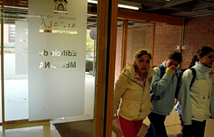 <p>Varios de los estudios que se imparten en la Facultad de Medicina y Ciencias de la Salud de la &nbsp;Universidad de Alcal&aacute; se encuentran entre los de mayor empleabilidad dentro de su &aacute;rea, seg&uacute;n el Estudio del Ministerio de Educaci&oacute;n, Cultura y Deportes (MECD) sobre Inserci&oacute;n Laboral de los Estudiantes Universitarios (2014), atendiendo a la media de inserci&oacute;n laboral de los &uacute;ltimos cuatro a&ntilde;os.</p>